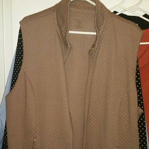 Women's 2 X vest brown zipper front pockets